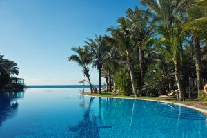 infinity-pool-of-lopesan-costa-meloneras-resort-300x200
